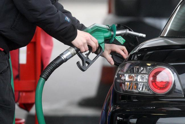 Supermarkets cut fuel prices